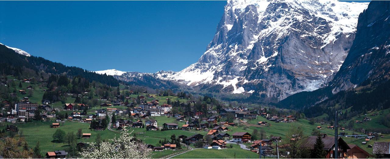 スイスの山間の写真